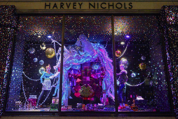 Pin for Later: Seht die schönsten, weihnachtlichen Schaufenster-Dekos der Welt Harvey Nichols, London