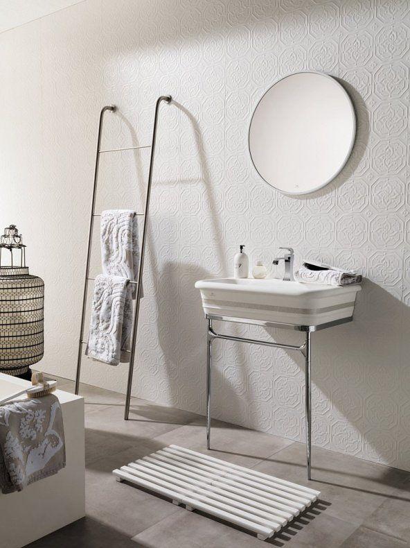 Un carrelage mural graphique et discret, salle de bain , bathroom