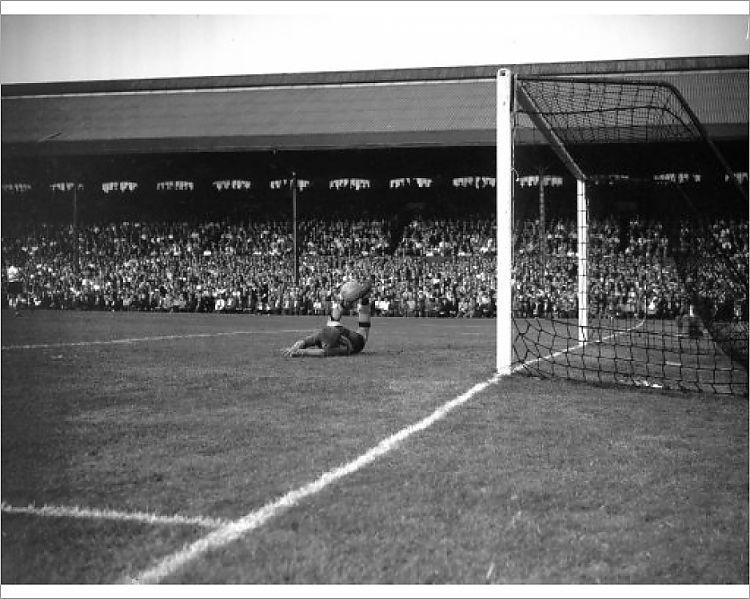 Photograph Soccer Football League Division One Fulham V Wolverhampton Wanderers Craven Cottage London 10 X8 Photo Print Expertly Made In The U In 2020 Wolverhampton Soccer London