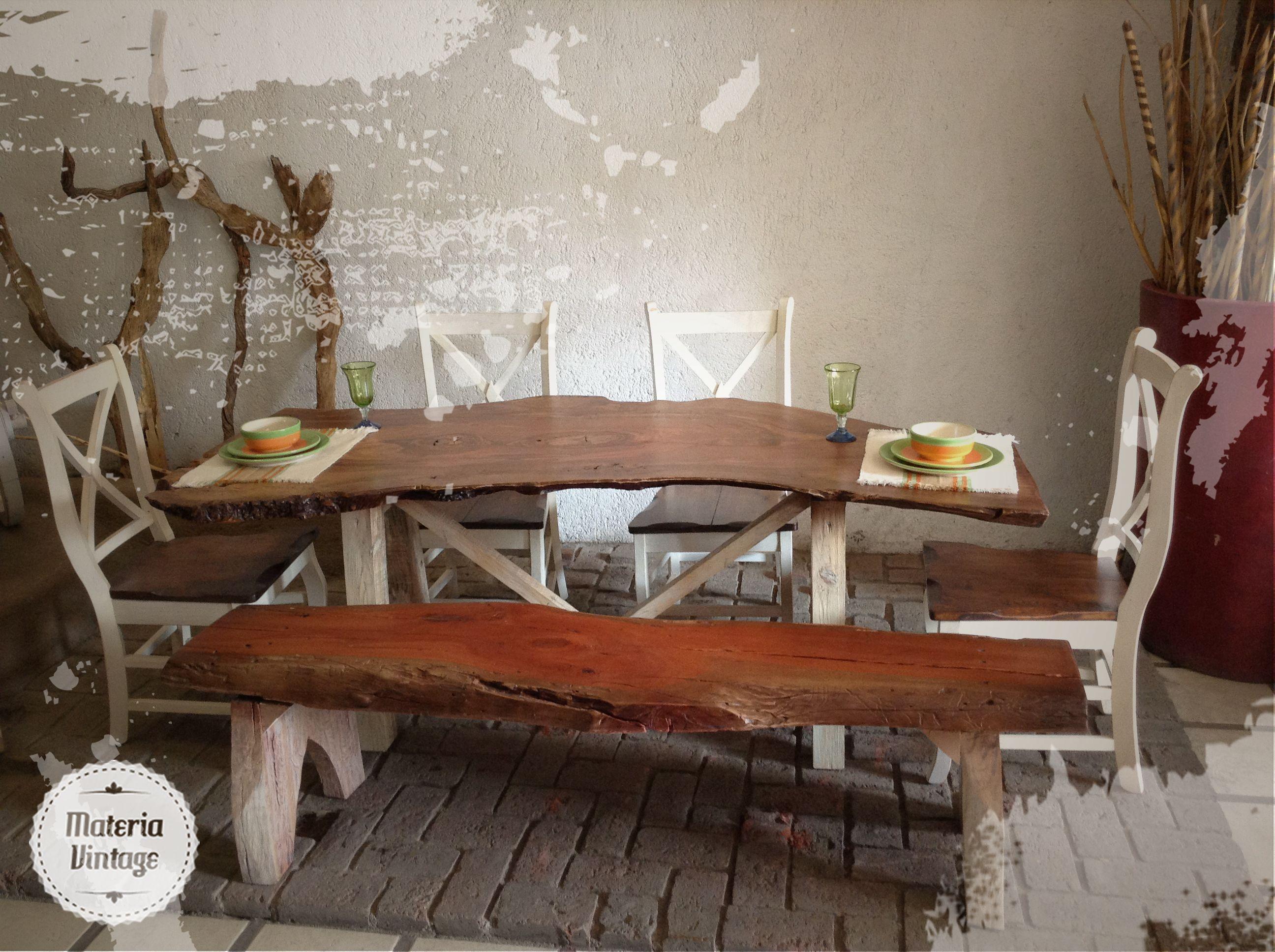 Comedor modelo troncos con una banca y cuatro sillas for Sillas comedor retro