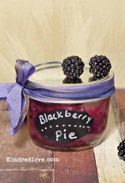 Blackberry Pie in a mason jar.... GREAT idea for a wedding and easy to do!