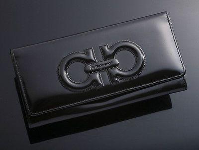 G3139 Authentic Salvatore Ferragamo Gancini Patent Leather Long Wallet