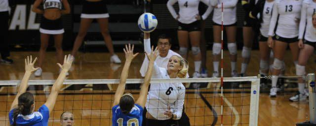 Kerra Schroeder With Images Volleyball Team Volleyball