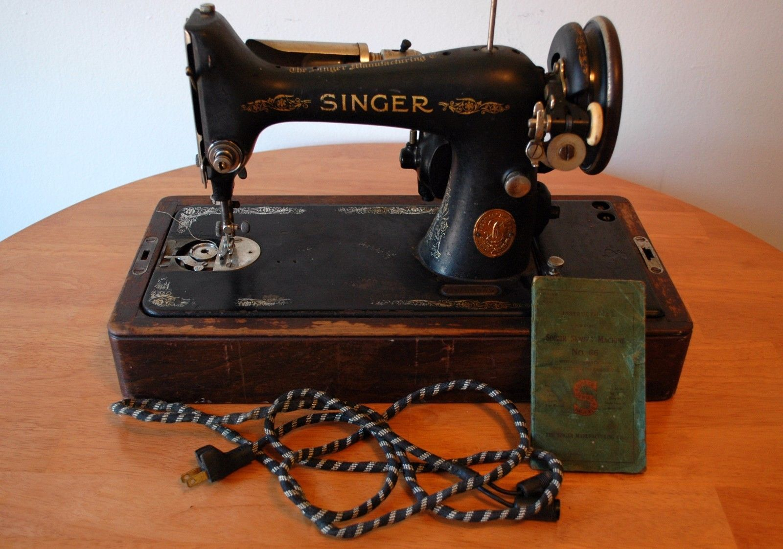 1927 Antique Singer Sewing Machine w/Original Carry Case, Cord, Key, and  Manual