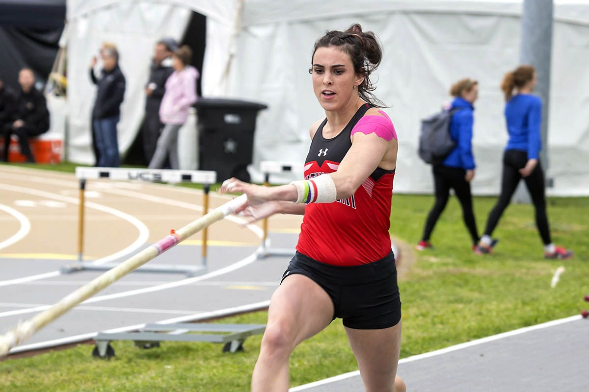 Apsu Track And Field S Savannah Amato Shatters Austin Peay Pole Vault Record At Hilltopper Relays Track Field Pole Vault Savannah Chat