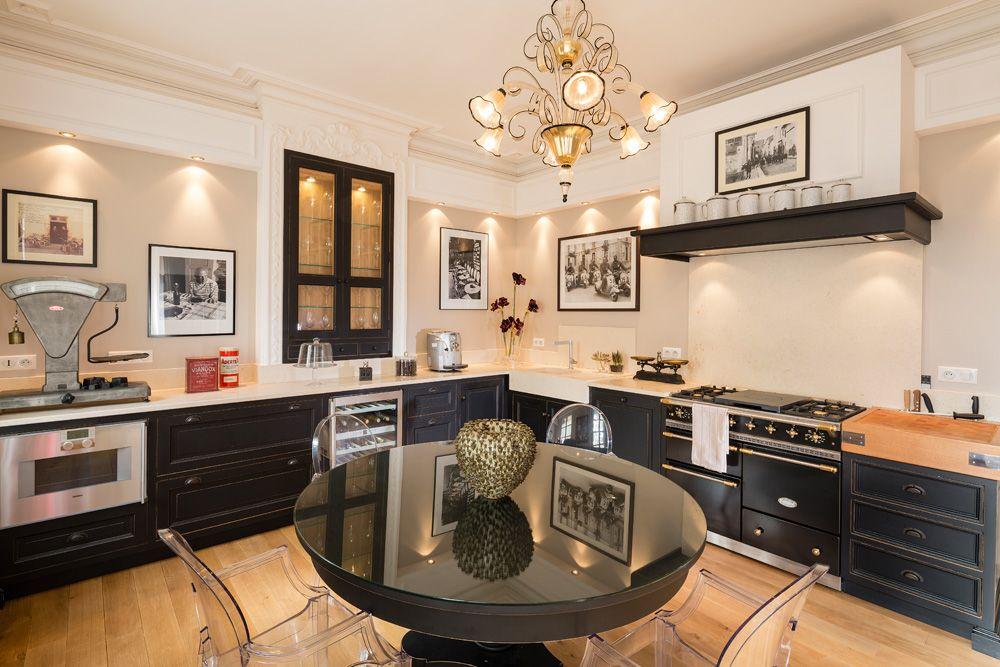 cuisine laque noire ch ne parquet contemporaine jc pez. Black Bedroom Furniture Sets. Home Design Ideas