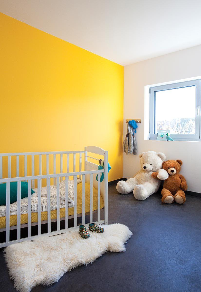 Contemporary babykamer gele muur kids room pinterest babykamer muur en kinderkamer - Muur kleur babykamer meisje ...