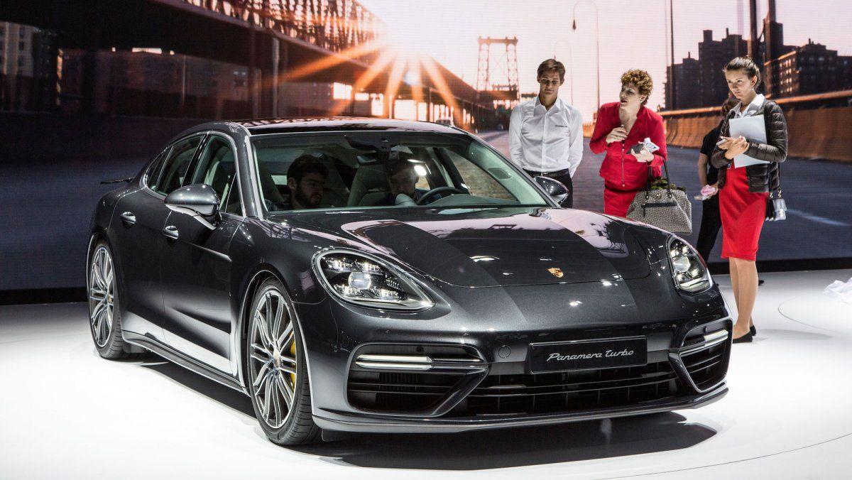 Porsche 2018 panamera 4 e hybrid car paris motor show photos business insider