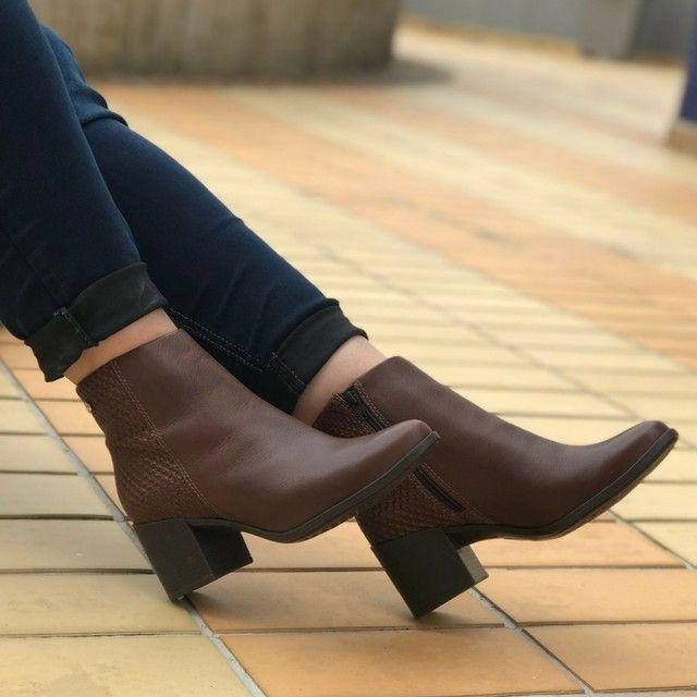 8f6660384 Bota marrom cano curto. | sapatos