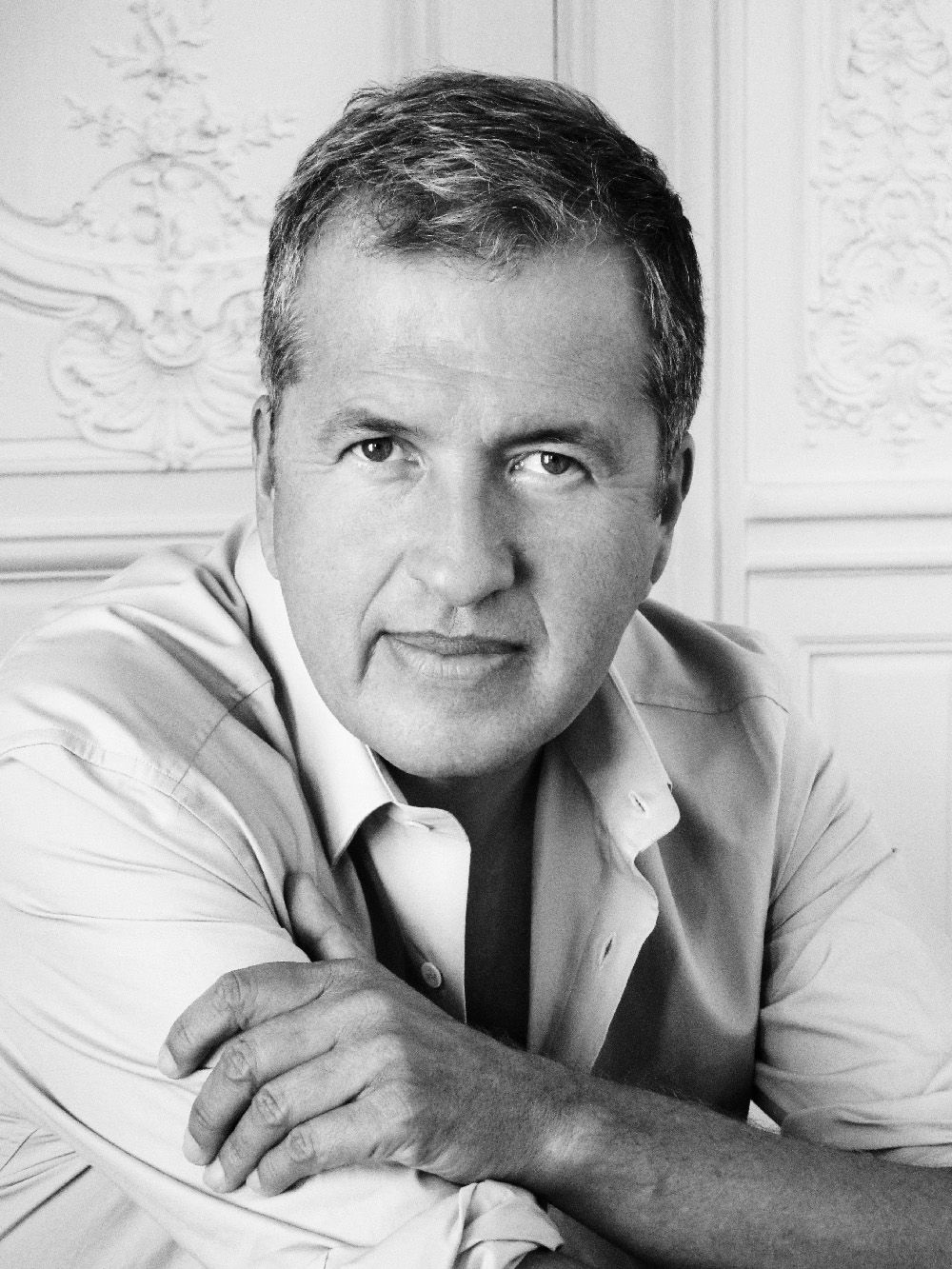 Mario Testino with a weight of 70 kg and a feet size of N/A in favorite outfit & clothing style