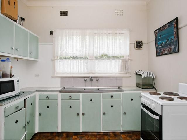 Bellambi Nsw 2518 Auction Results Sold Property Prices In Bellambi Nsw 2518 Pg 1 Property Prices Sell Property Retro Kitchen