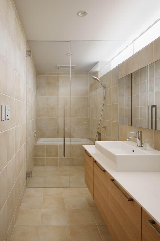 浴室 北欧スタイルの お風呂 バスルーム の Atelier137 Architectural Design Office 北欧 タイル バスルーム 現代的なバスルーム 浴室 デザイン