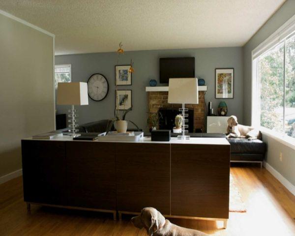 Wohnzimmer Streichen   Schlichte Farben Großes Fenster Kamin Zwei Hunde