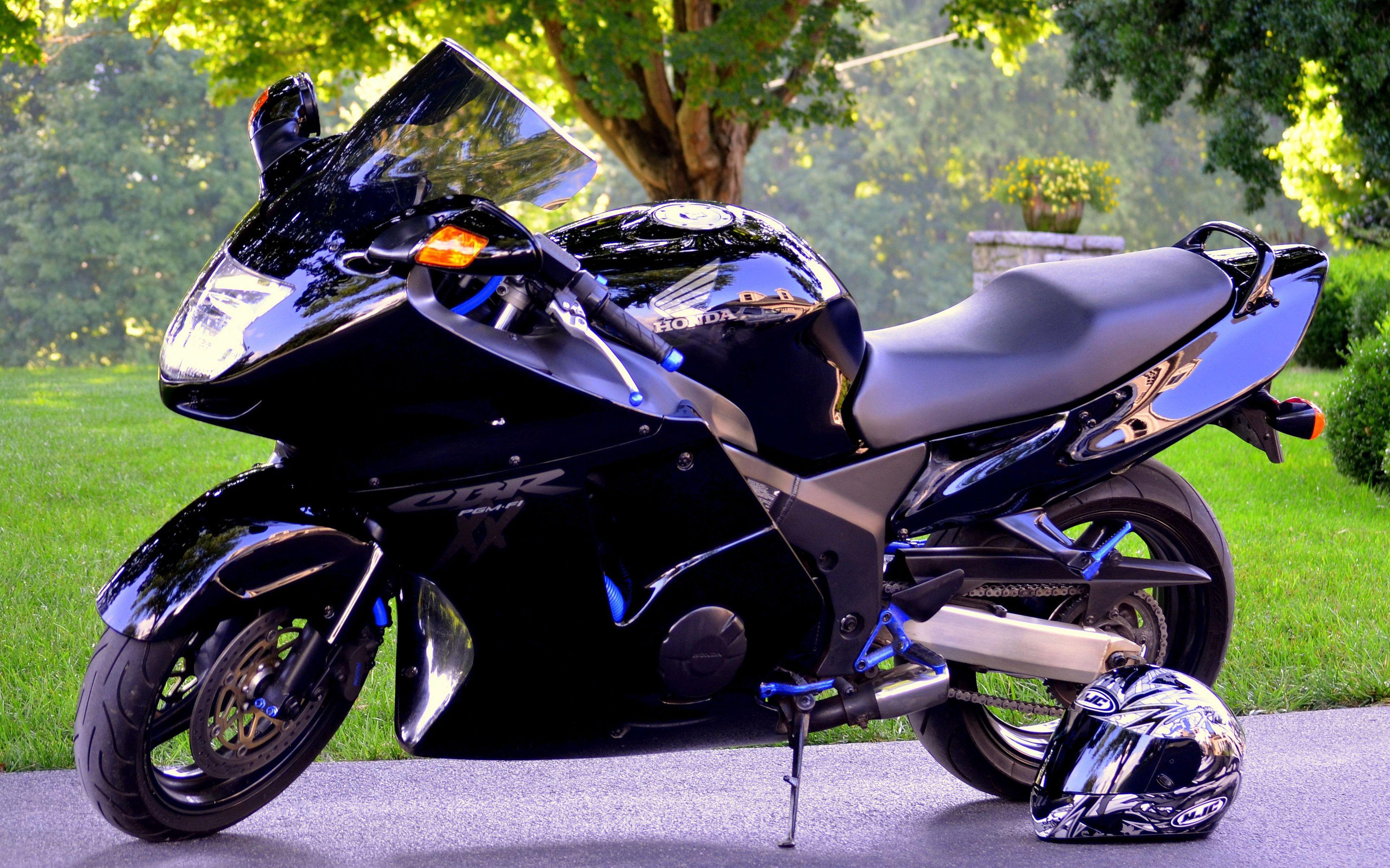 Honda Cbr1100xx Blackbird Price 8650 Engine Size 1137cc Top Speed