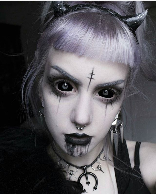Manicmoth dark halloween witch witchcraft goth gothgirl manic moth demon girl makeup of today for some reason im still not really in a halloween mood ccuart Images