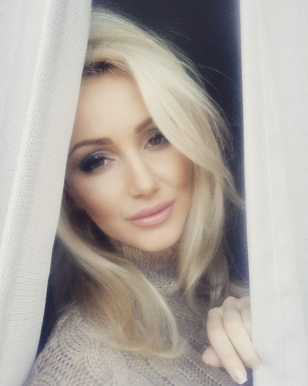 Pin by nicoleta nicole on blonde woman pinterest blonde women