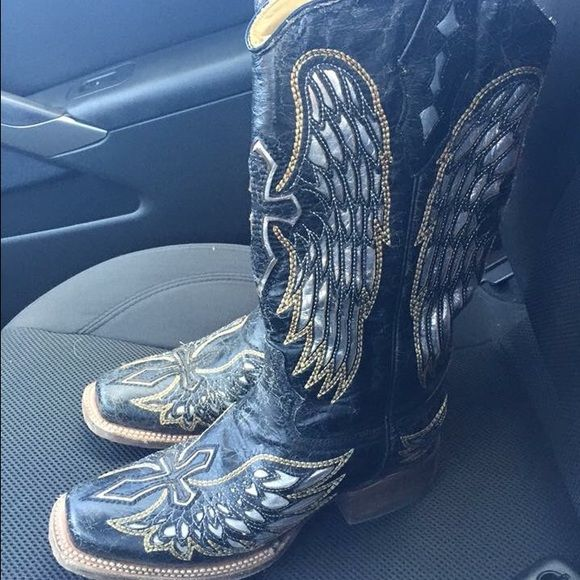 Corral Cowboy Boots size 6. fits a little bigger. Wore once, want to sell because I never wear them. Corral Shoes