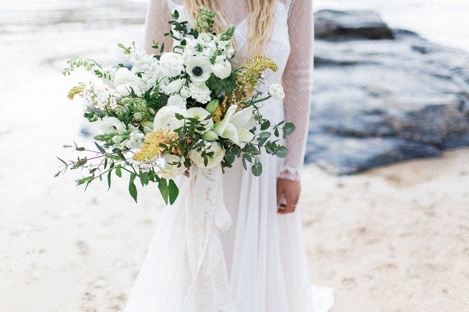 white wedding bouquet Fotografie: Natascha Grunert Videografie: Tom ...