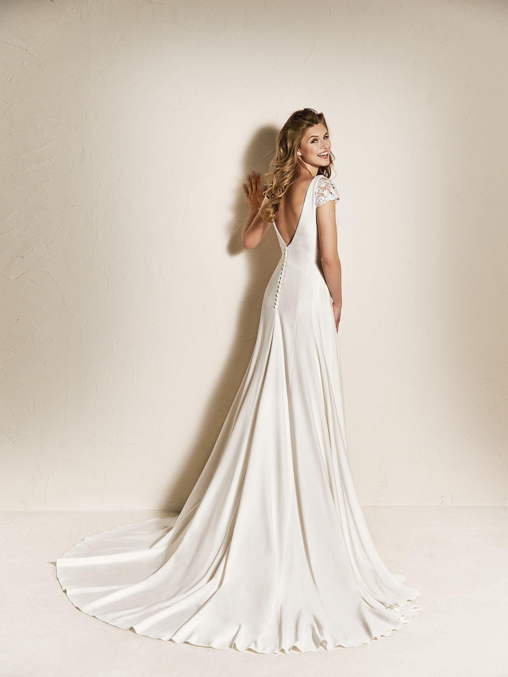 e1afc947c24 Vestido de novia sencillo espalda pico - Colección 2018 Pronovias ...