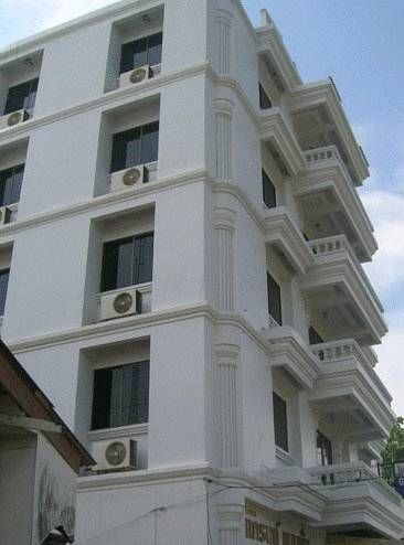Grand Mansion Hotel Krabi Town Grand Mansion Hotel offers simply furnished rooms overlooking the scenic Krabi River and the beautiful limestone cliffs of Khao Kanab Nam. It provides airport shuttle services, free Wi-Fi and parking.