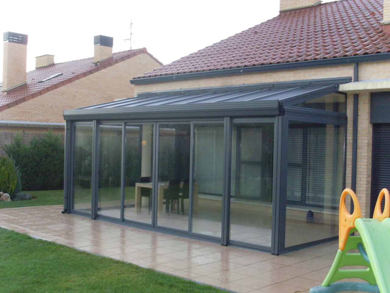 Porches de madera y aluminio con cerramientos de aluminio - Porches de aluminio y cristal ...