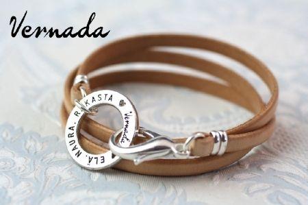 Vernada Design -nahkakäsikoru ELÄ. NAURA. RAKASTA., kapea, nude. #Vernada #jewelry #bracelet #wraparound #leather #suomestakäsin #finnishdesign