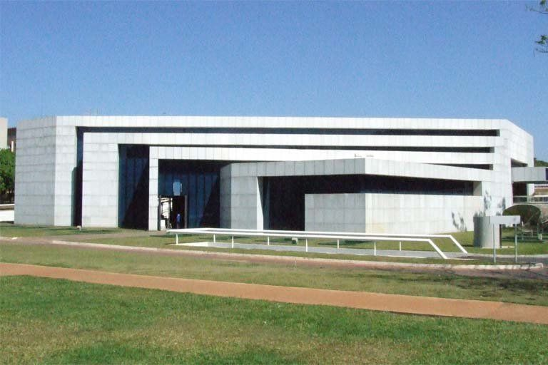 TEMPLO DA IGREJA UNIVERSAL DO REINO DE DEUS, localizado nas Entrequadras 212 a 213 Sul
