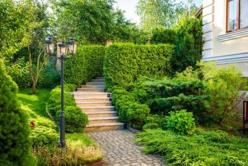 Aménagement jardin en pente douce comment profiter du déclin du