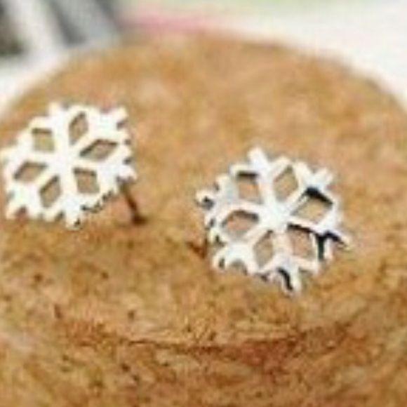 Simple beautiful pierced silver snowflake earrings Brand new Jewelry Earrings