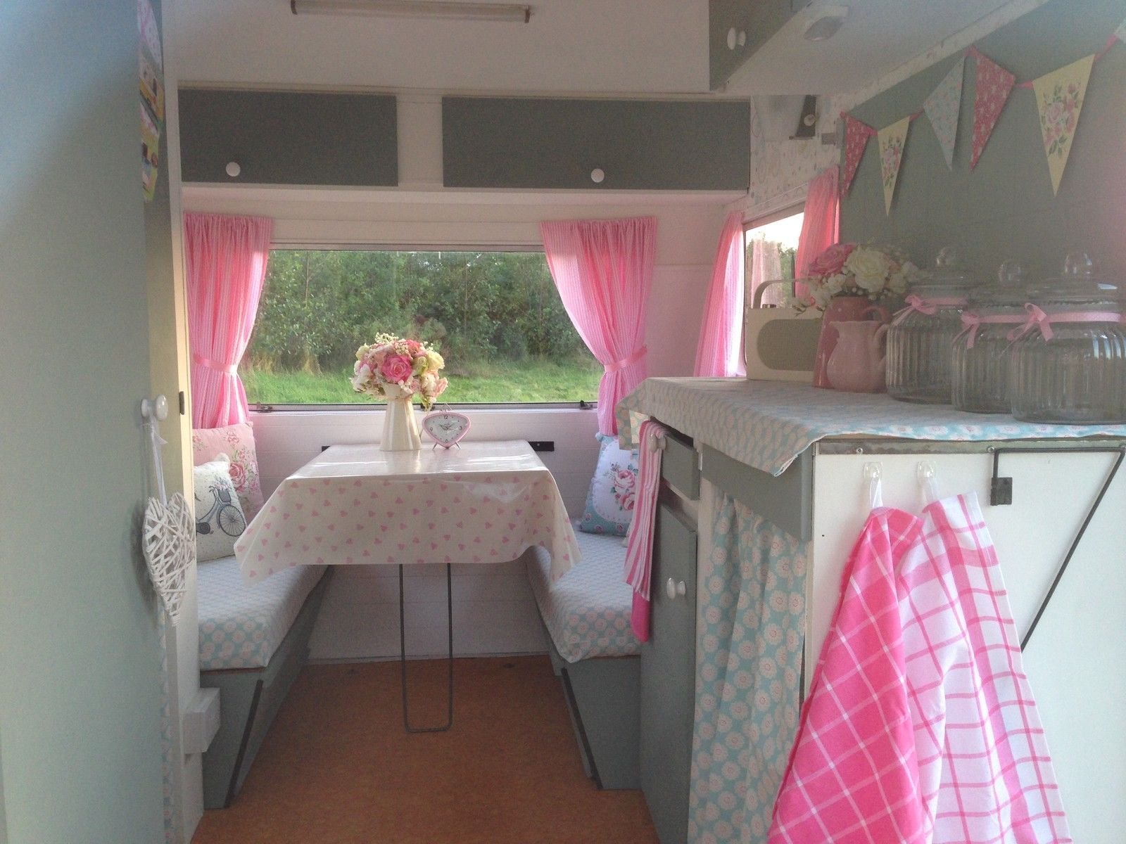details about classic vintage retro sprite alpine caravan. Black Bedroom Furniture Sets. Home Design Ideas