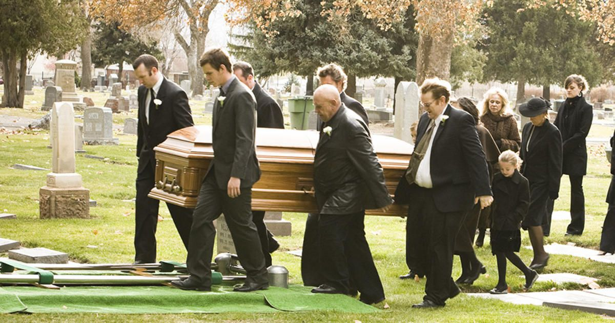 Why The Traditional Funeral Thrives In The 21st Century Even In Today S Social Media Age When It Sometimes See Funeral Funeral Services Celebration Of Life