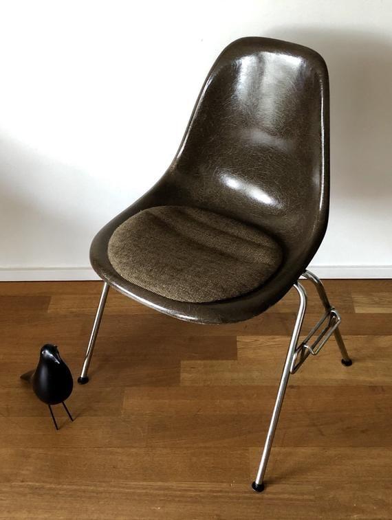 Charles Eames Fiberglas Stuhl von Herman Miller (ohne