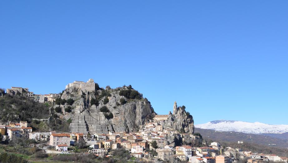 Panorama di Bagnoli del Trigno e montagna di Capracotta sullo sfondo