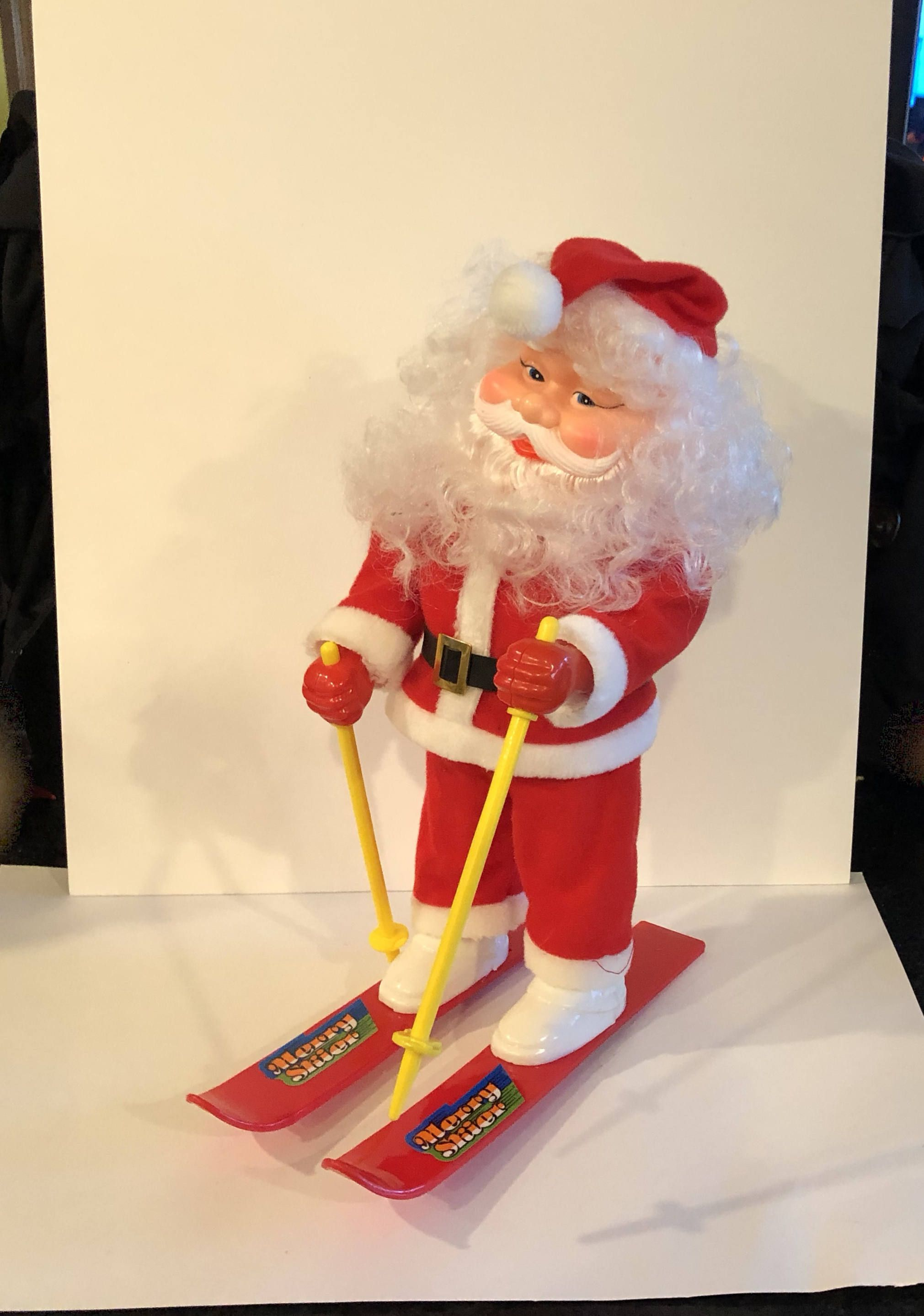 Vintage Holiday Scene Christmas Santa At Toy Work Bench Lights Up Musical 1990