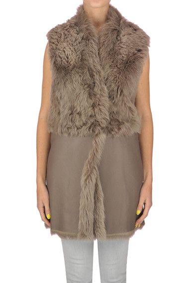 Fabiana Filippi Gilet in montone - Acquista online su Glamest.com - Glamest  Luxury Outlet Online Donna