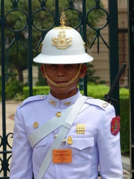 garde palais royal bangkok