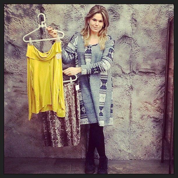Sugestão de look, também na promo, da Ana Paula: Blusa Argentum R$142 Saia píton Argentum R$142