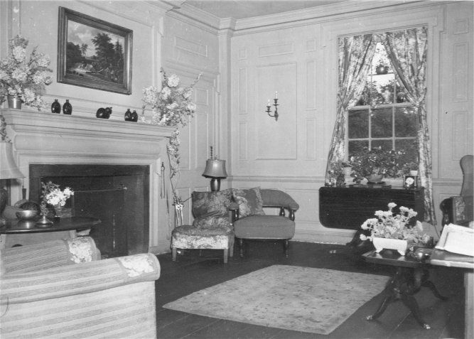Perfect 1940s Living Room