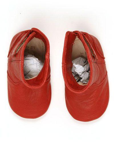 Rode babylaarsjes met velcrosluiting - Easy Peasy - 45,95 euro