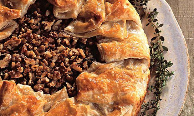 Receita de Torta de escarola, cogumelo seco e nozes - Torta salgada e quiche - Dificuldade: Médio