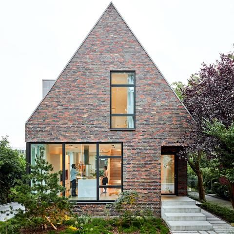 Modernes Satteldachhaus Mit Backsteinfassade In 2019 Pomysły