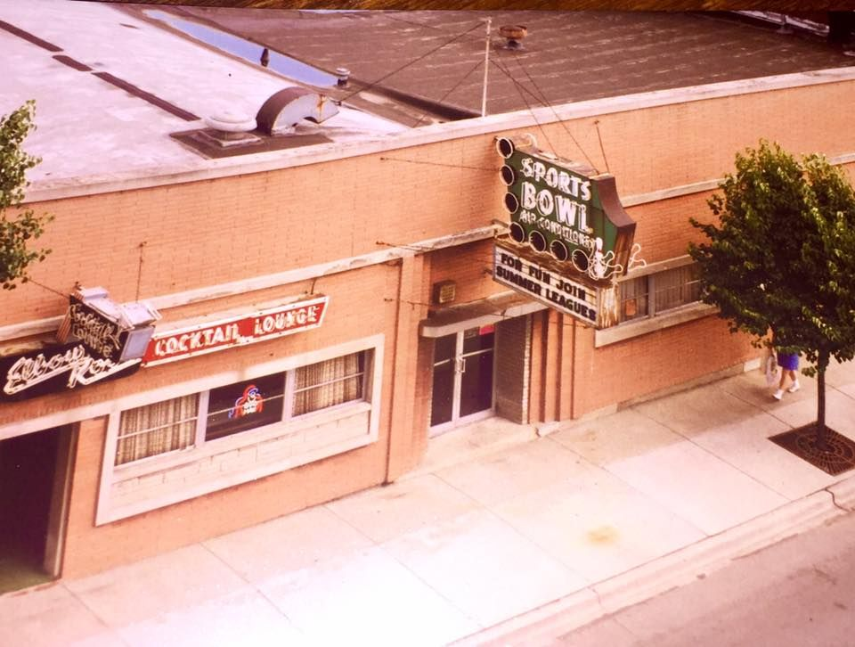 Elbow Room And Sports Bowl In Naperville Il Of Course It S Gone Now Wow I Was Just Thinking About This The Other Naperville Naperville Il Chinese Take Out