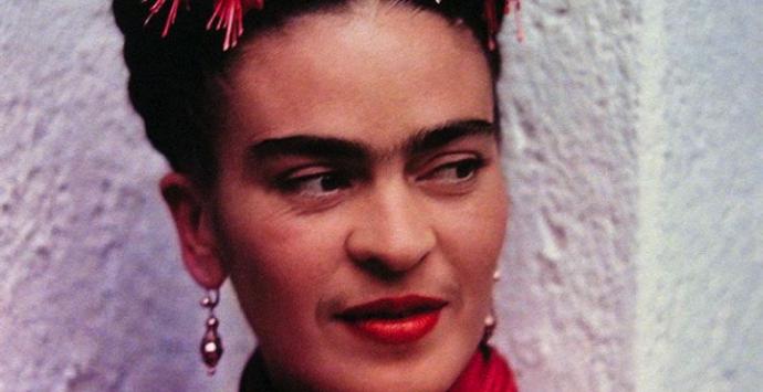 Verborgen garderobe van Frida Kahlo geeft een uniek inkijkje in haar leven