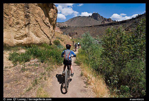 Mountain biking on teh Wolf Tree Trail. Smith Rock, Oregon ...