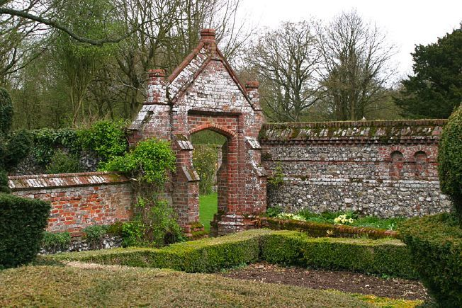 Old Brick Garden Entrance The Wall Capping Is Nice