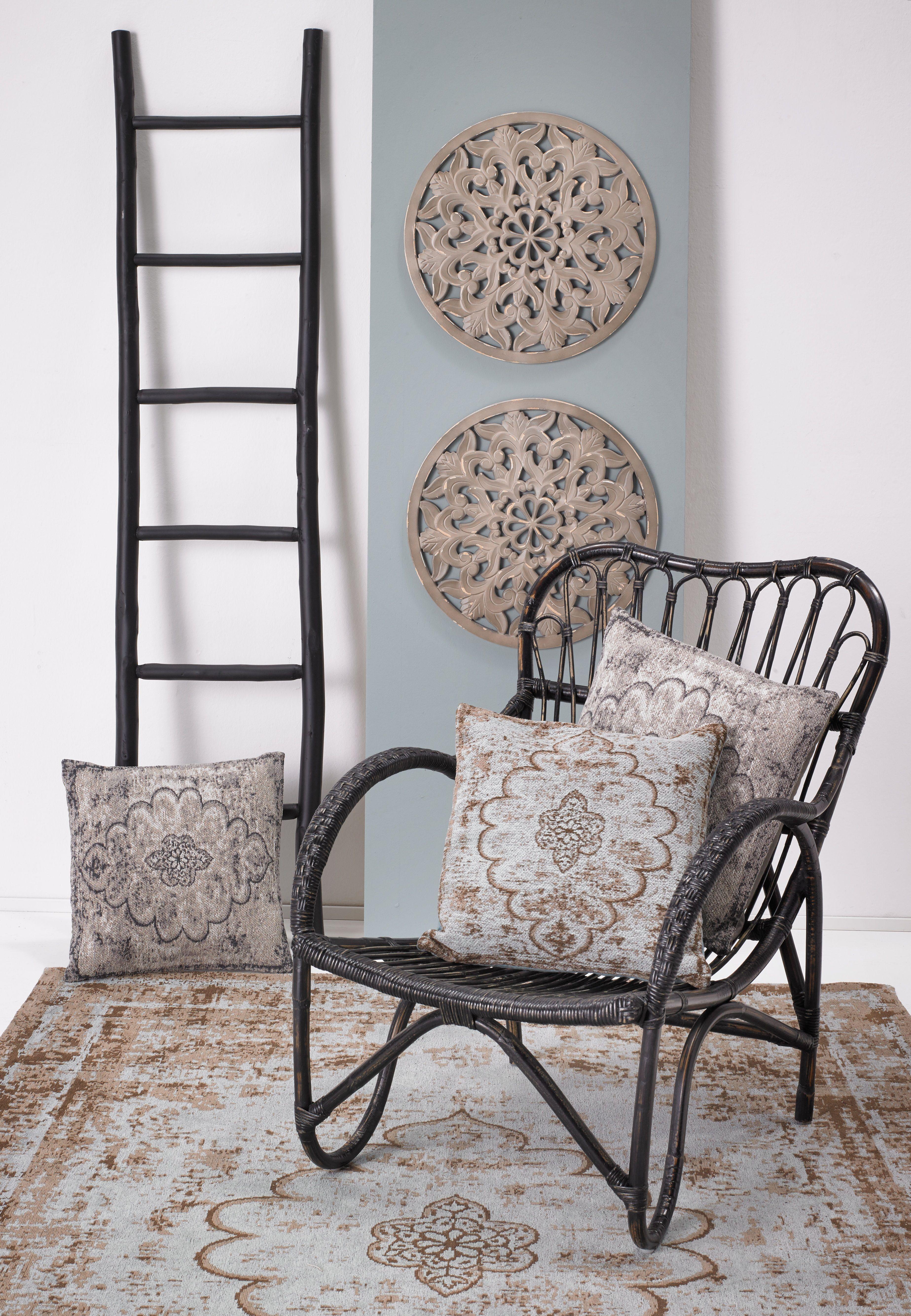 Hou jij van een wereldse woonstijl? Combineer je rotan fauteuil met kussens en vloerkleden met