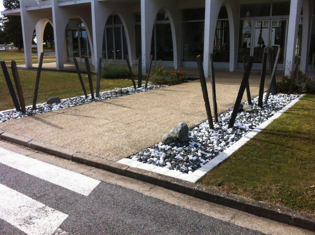 Parterre galets noirs/blancs | Outdoor inspiration | Pinterest