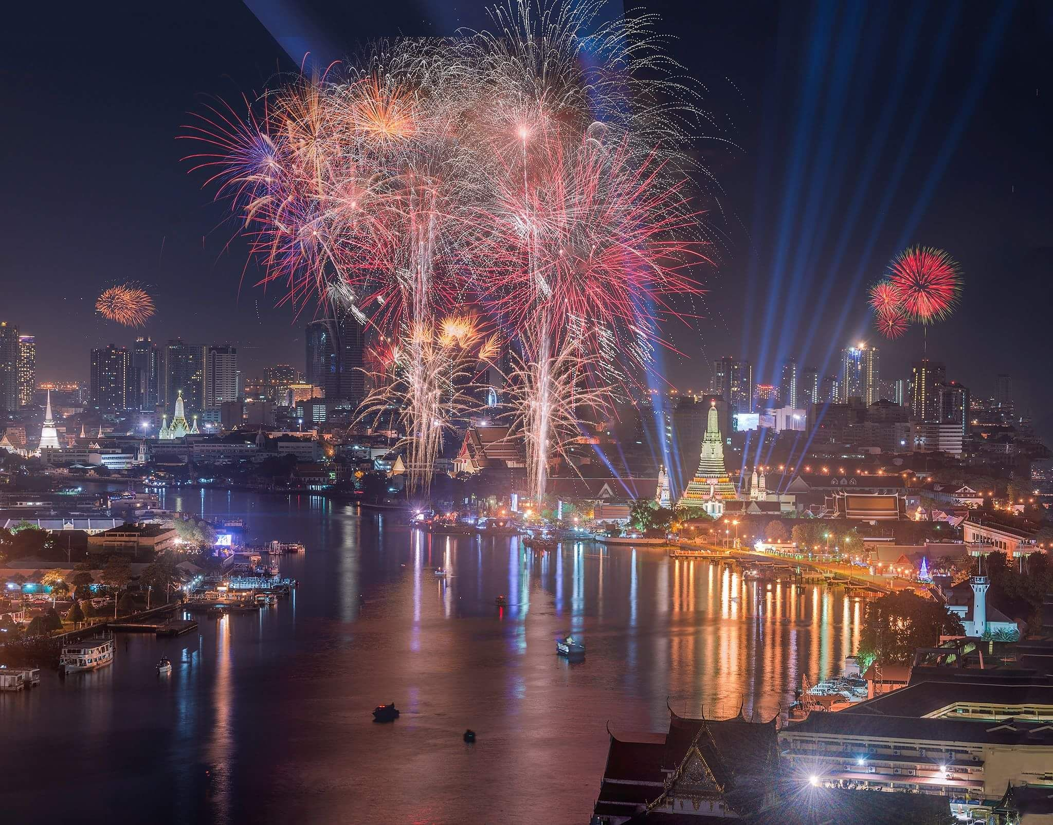 Photo Tossaporn Prapaithong Happy New Year Thai 2559 Fireworks Bangkok Thailand Wallpaper