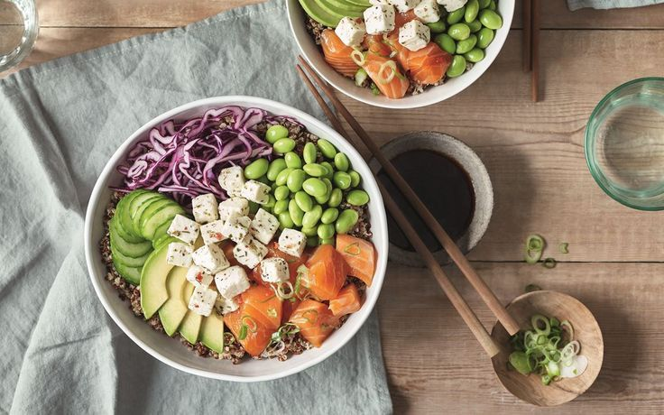 Poke Bowl with salmon, quinoa and Apetina cubes -