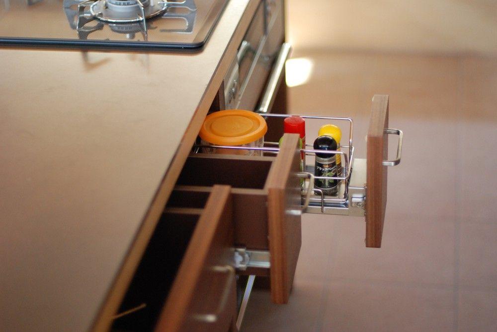 Nさんのキッチン ハーフェレの調味料用の引き出しユニット そして